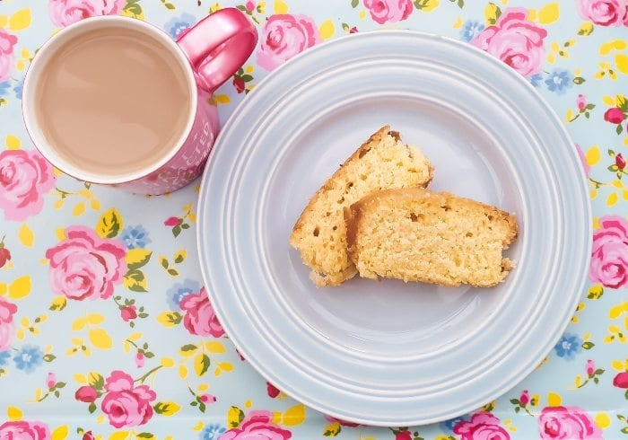 Easy Lemon Drizzle Cake Recipe