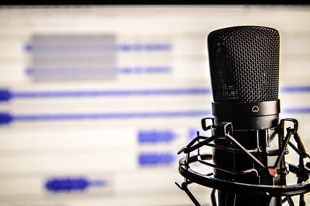 4 Informative Podcasts For New Mothers